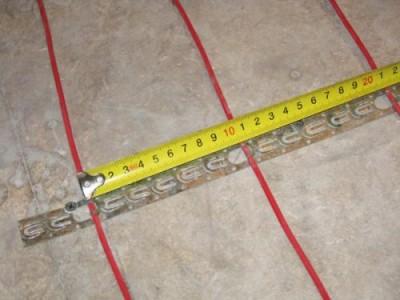 Измеряем промежуток между шнурами