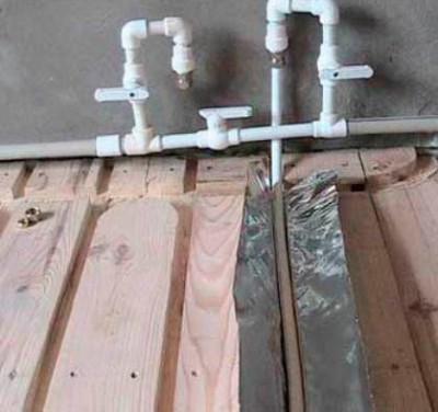 Монтаж водяных контуров на деревянный модуль