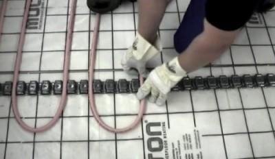 Крепление труб в специальную крепежную ленту